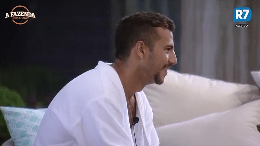 """Matheus diz que furtou cigarros de Dona Geralda no """"BBB13"""" - Reprodução/R7"""