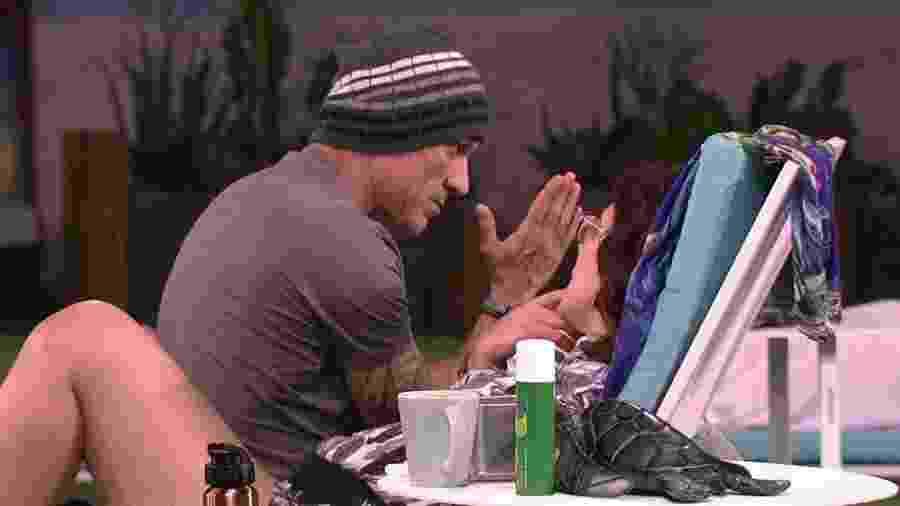Mara e Ayrton conversam sobre beijo entre Ana Clara e Breno - Reprodução/Globoplay