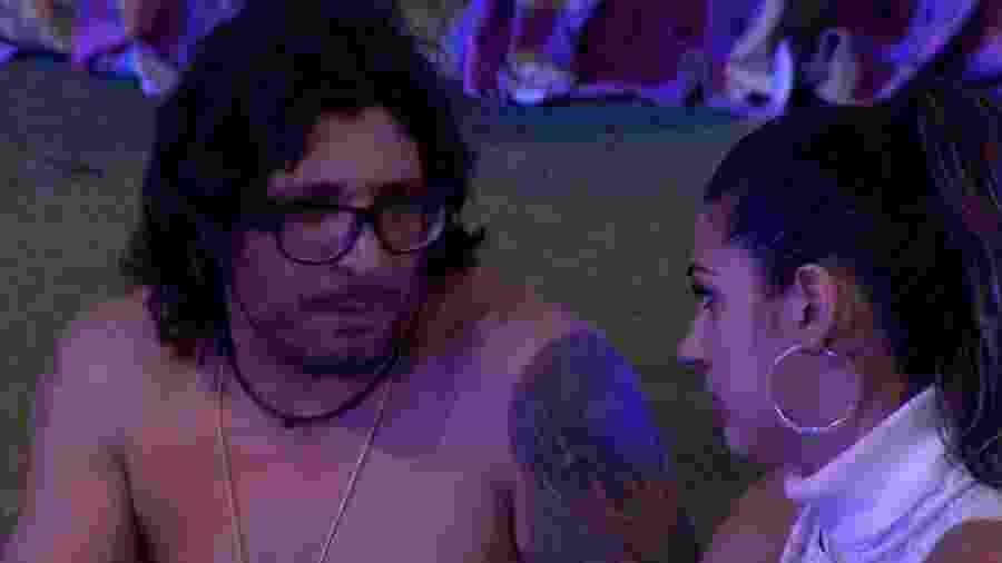 Ilmar comenta com Vivian que ela não irá para a berlinda - Reprodução/TV Globo