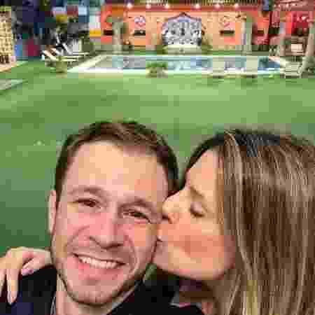 """Daiana Garbin posta foto romântica com o marido, Tiago Liefert, após a final do """"BBB17"""" - Reprodução/Instagram/garbindaiana"""