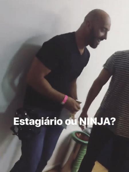 """Breno e Lucas postam foto de suposto """"dummy"""" do """"BBB18"""" - Reprodução/Globoplay"""