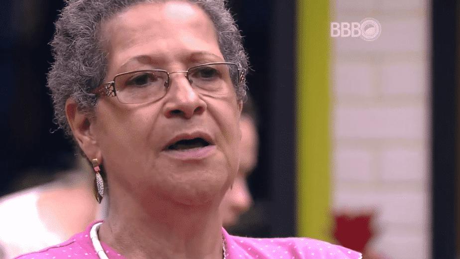 22.fev.2016 - Geralda reúne brothers na cozinha para falar sobre comentários paralelos - Reprodução/TV Globo