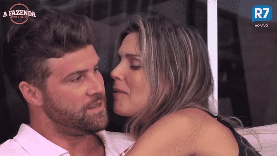 Marcelo pergunta para Flávia onde relacionamento vai dar  - Reprodução/R7