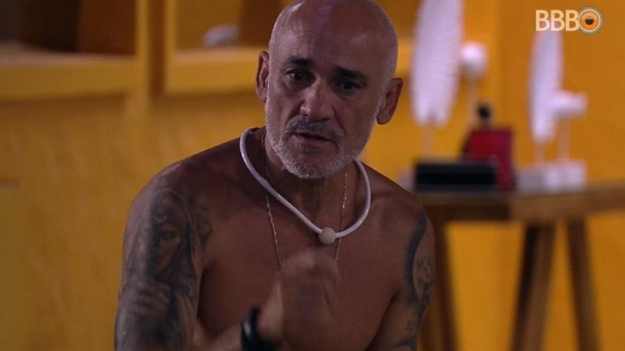 Ayrton fica surpreso com bronca da produção - Reprodução/Globoplay