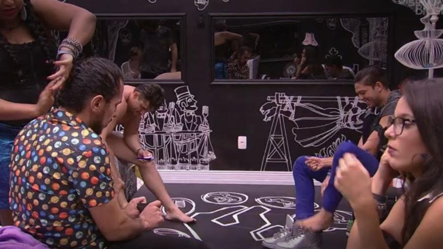 Emilly não quer ver Marcos de cueca - Reprodução/TV Globo