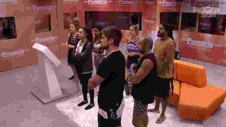 Brothers participam de atividade no segundo andar da casa  - Reprodução/GloboPlay