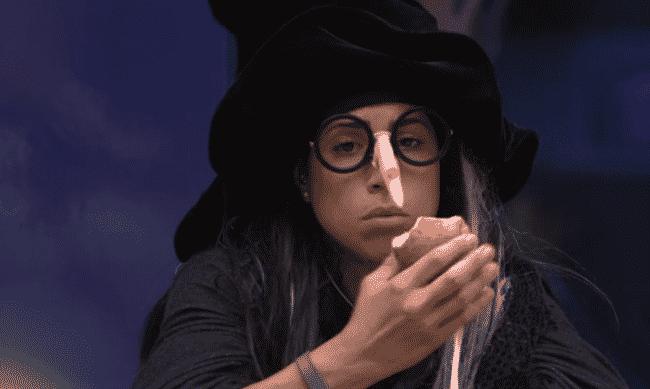 """21.fev.2016 - Juliana diz que pretende conversar e sair com Ana Paula fora do reality: """"No fundo ela é gente boa. Deve ser uma má criação que a deixou assim"""" - Reprodução/TV Globo"""
