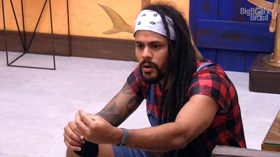 "Viegas conversa com brothers na sala do ""BBB18"" - Reprodução/GloboPlay"