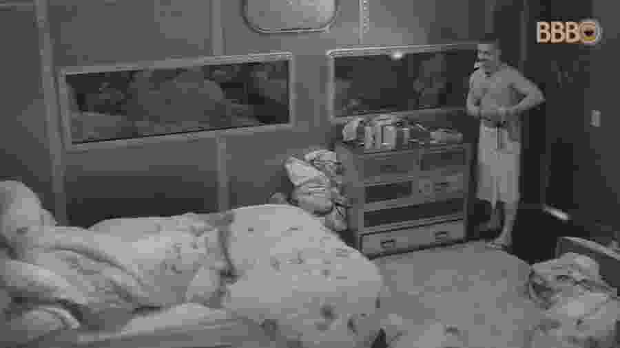 Kaysar leva camisinha para o quarto - Reprodução/GlobosatPlay
