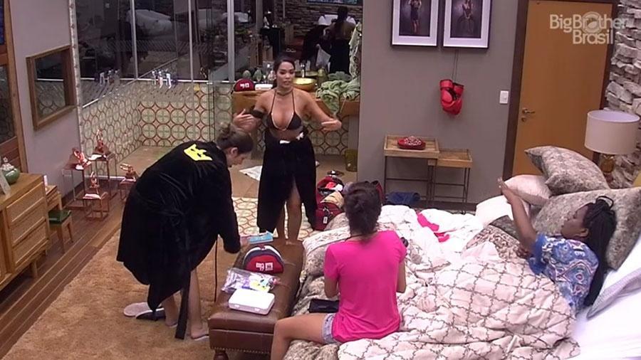 """Sisters conversam sobre outros participantes no quarto do líder do """"BBB17"""" - Reprodução/Tv Globo"""