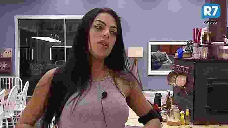 """Monique Amin reclama do tédio em """"A Fazenda 9"""" - Reprodução/R7"""