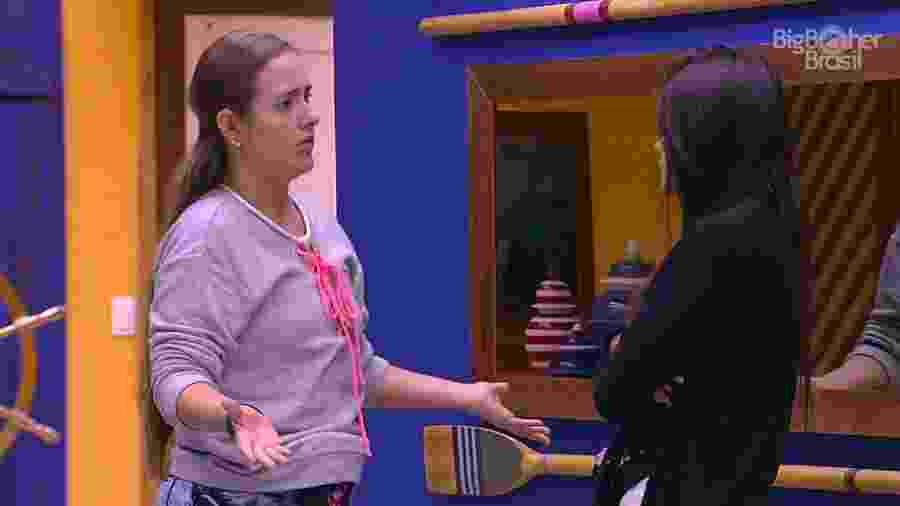 Patrícia e Ana Paula conversam na cozinha do reality show - Reprodução/GloboPlay