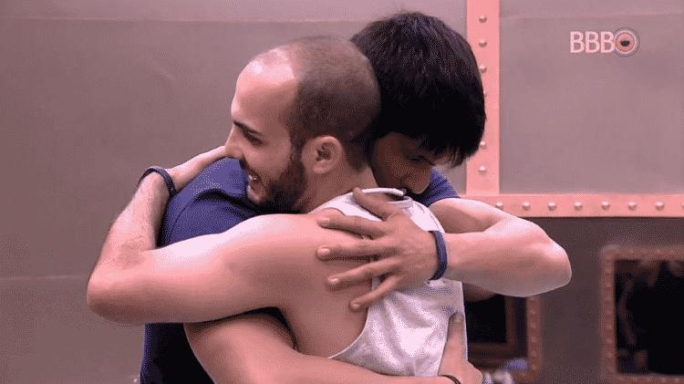 Lucas e Mahmoud - Reprodução/GloboPlay - Reprodução/GloboPlay