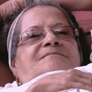 23.mar.2016 - Geralda supõe que Ana Paula ficou com o temperamento forte após a morte de sua mãe há 18 anos - Reprodução/TV Globo