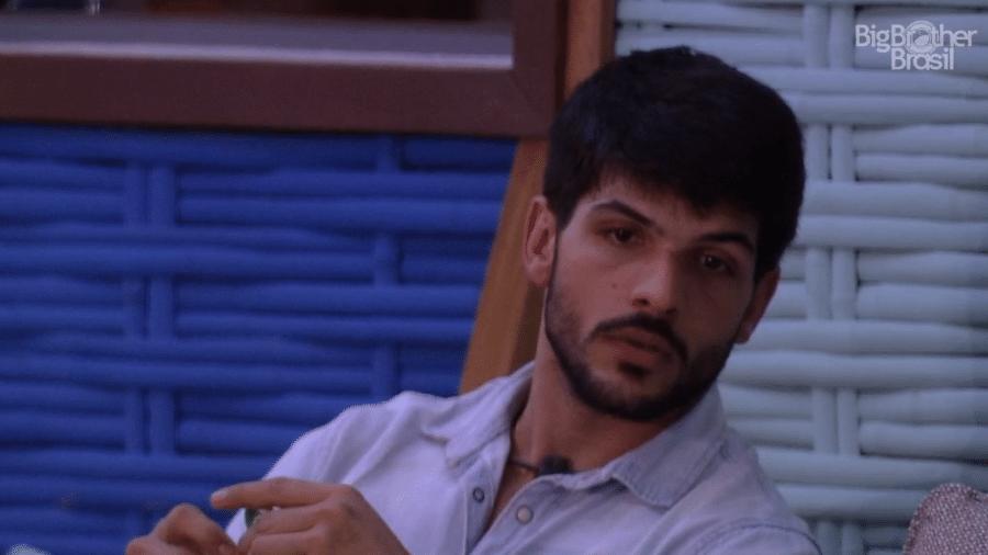 Lucas aconselha Mahmoud sobre seu comportamento no reality - Reprodução/GloboPlay