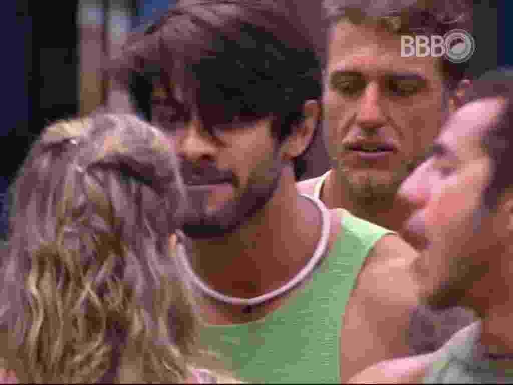 13.fev.2016 - Renan e Ana Paula discutem aos berros - Reprodução/TV Globo