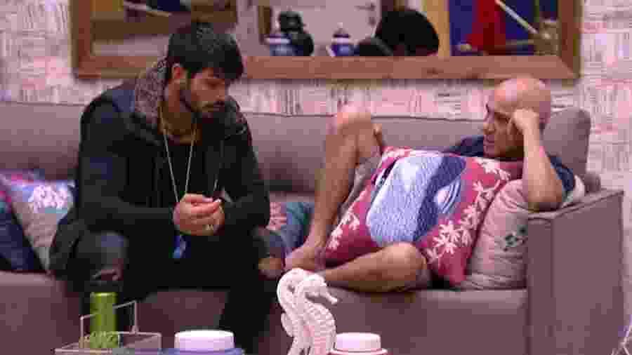 Lucas e Ayrton fazem DR antes do paredão desta terça-feira (06) - Reprodução/Globoplay
