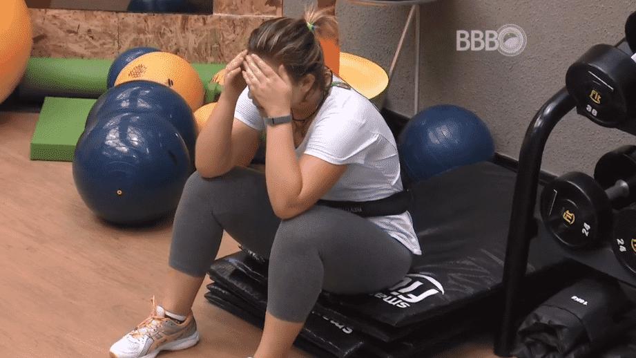 """11.mar.2016 - Maria Claudia fica tonta ao tentar acompanhar o ritmo de Renan na esteira, no """"BBB16"""" - Reprodução/TV Globo"""