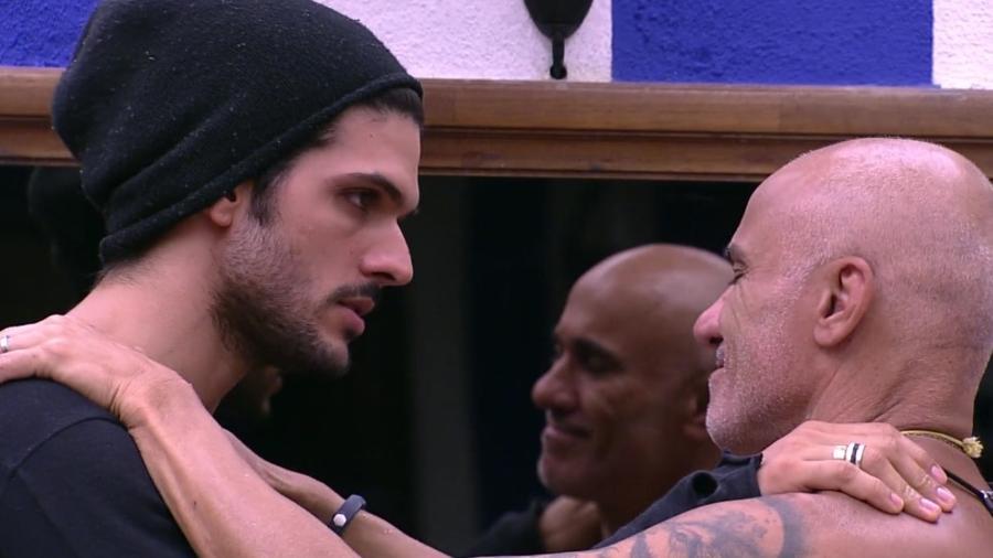 Lucas pede a Ayrton que cuide de Jéssica - Reprodução/Globoplay