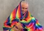"""Vera Holtz transforma bandeira LGBT em manto: """"Evangelho da diversidade"""" - (Foto: reprodução/Instagram)"""