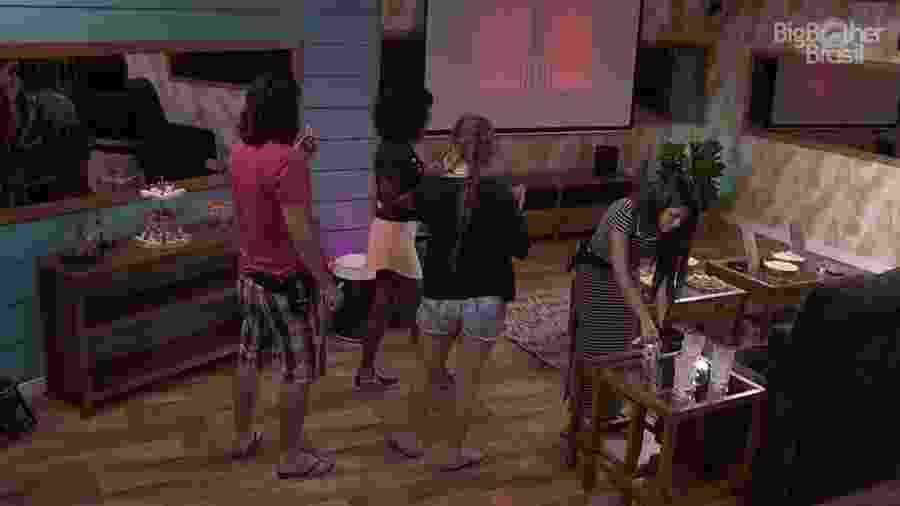 Diego, Patrícia, Ana Paula e Nayara no cinema do líder - Reprodução/Globoplay
