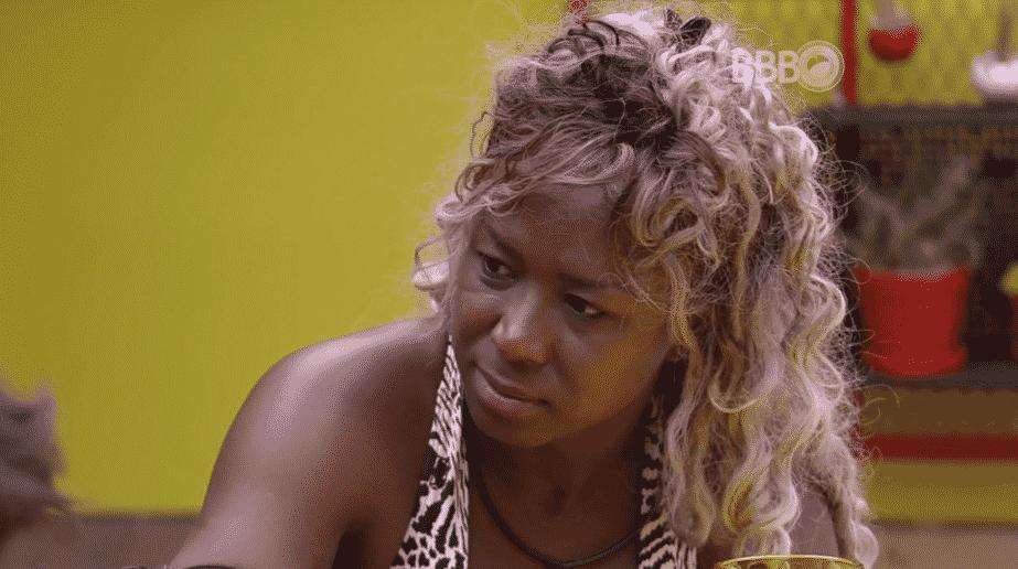 """4.fev.2016 - No """"BB16"""", Adélia conta que teve dois tipos de câncer, um na tireoide e outra no colo do útero - Reprodução/TV Globo"""