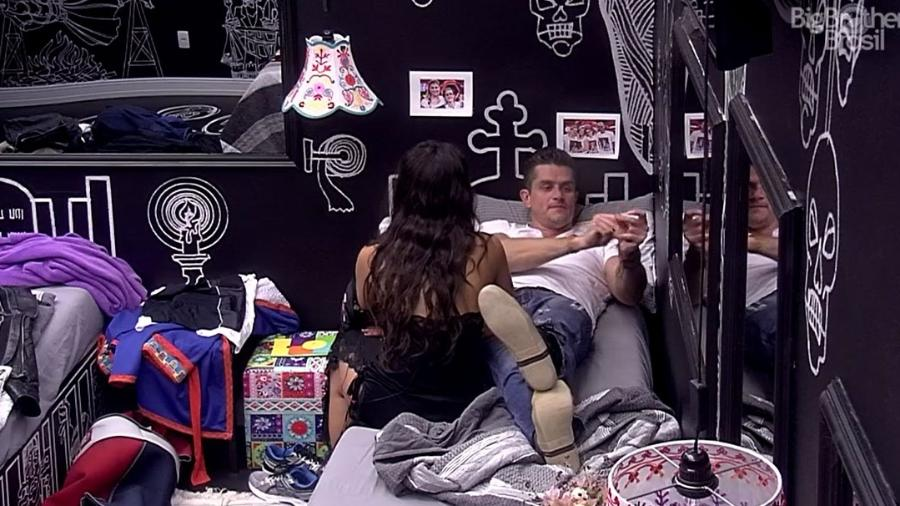 Marcos sugere fim do relacionamento com Emilly - Reprodução/TV Globo