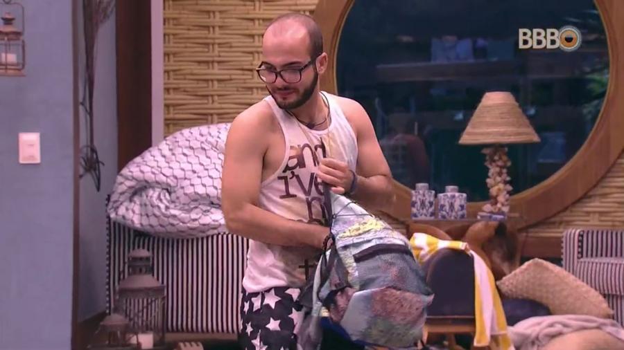 Mahmoud deixa o quarto do líder após uma semana de reinado  - Reprodução/GloboPlay