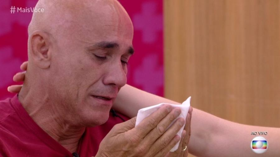 """Ayrton chora durante o programa """"Mais Você"""" - Reprodução/Globoplay"""