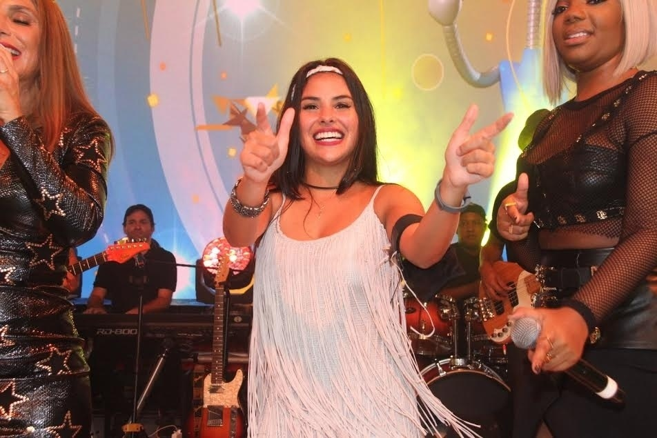5.abr.2016 - Após vencer o prêmio de R$ 1,5 milhão e curtir show de seu cantor favorito, a sister estava radiante