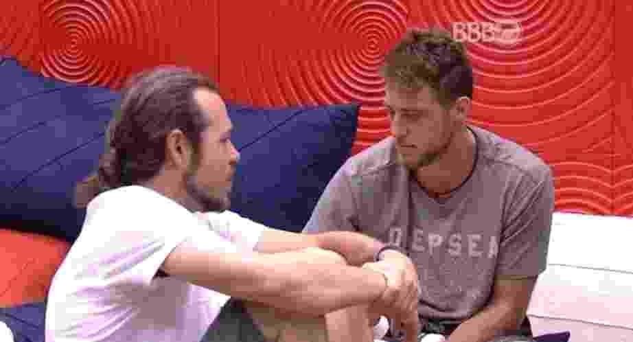 """25.jan.16 - Os líderes Daniel e Tamiel falam sobre a votação do último domingo (24), a primeira do """"BBB16"""" - Reprodução/ TV Globo"""