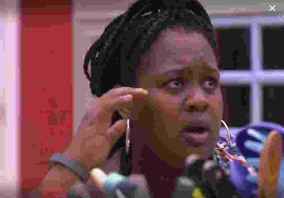 Roberta reclama de encoxada de Marcos - Reprodução/TVGlobo