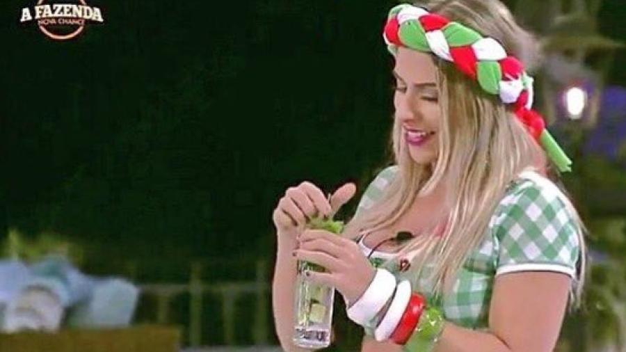 Ana Paula Minerato dança em uma das festas da casa - Reprodução/R7
