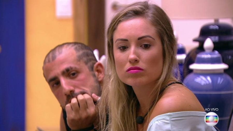 Kaysar e Jéssica escutam a justificativa do voto da família Lima - Reprodução/TvGlobo