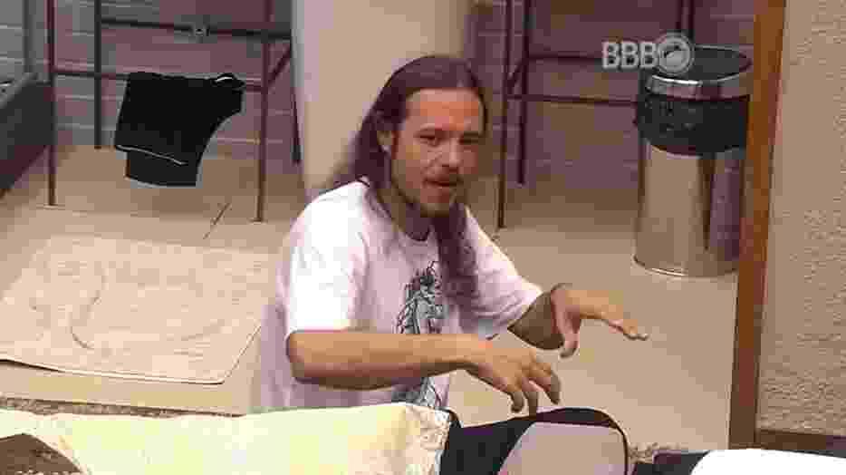 22.jan.16 - Tamiel se queixa da falta de organização na casa - Reprodução/ TV Globo