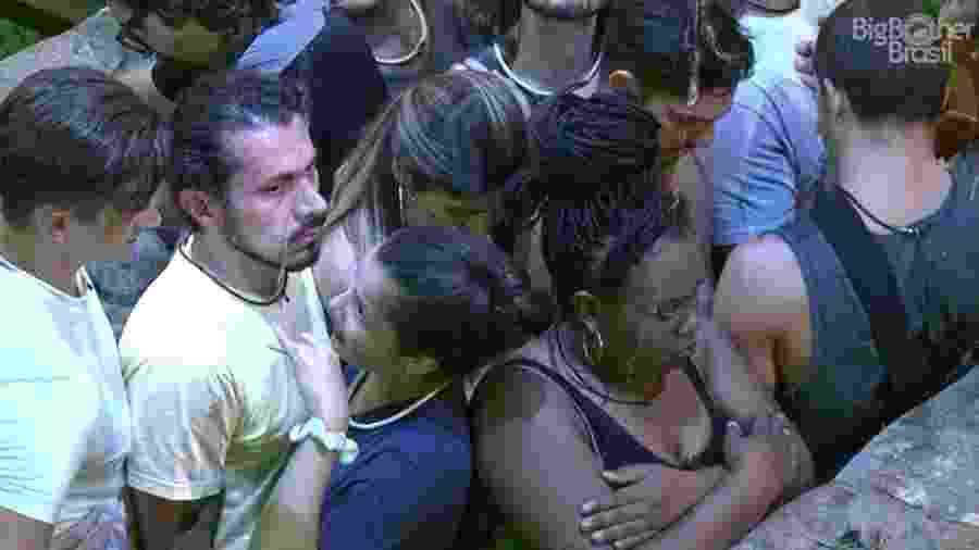 Roberta faz cara feia após brigar com Marcos na prova de resistência - Reprodução/TV Globo