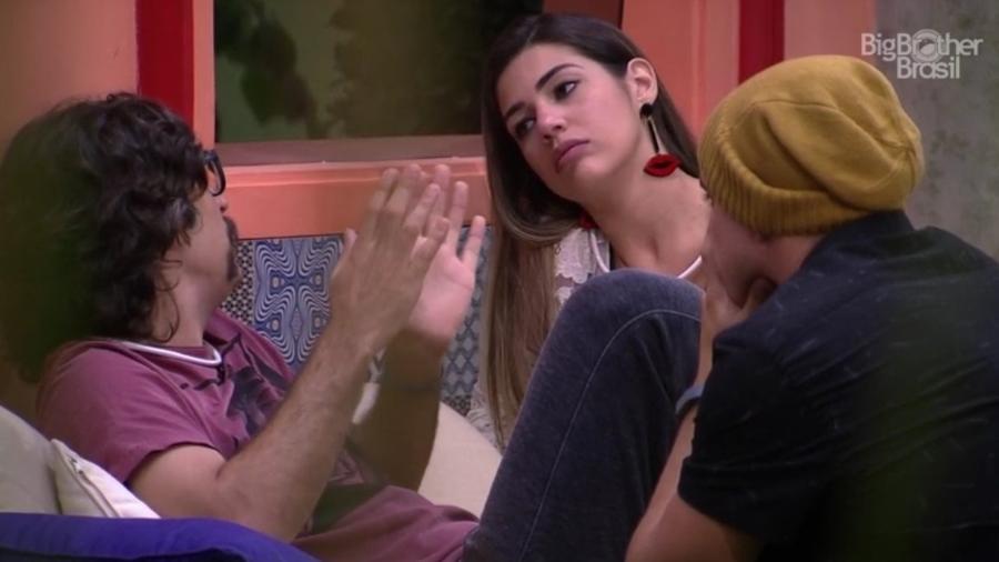 "06.fev.2017 - Ilmar, Vivian e Manoel, participante do ""BBB17"" - Reprodução/Tv Globo"