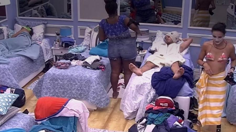 Roberta reclama de short largo - Reprodução/TV Globo