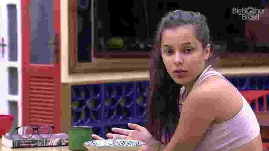 Emilly critica Marcos durante discussão na cozinha - Reprodução/ TV Globo