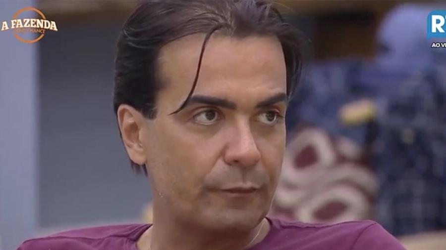 Fábio Arruda está na roça da semana ao lado de Marcelo Ié Ié - Reprodução / Record TV