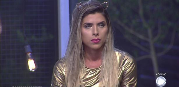 Ana Paula Minerato reclama de Marcos durante programa ao vivo