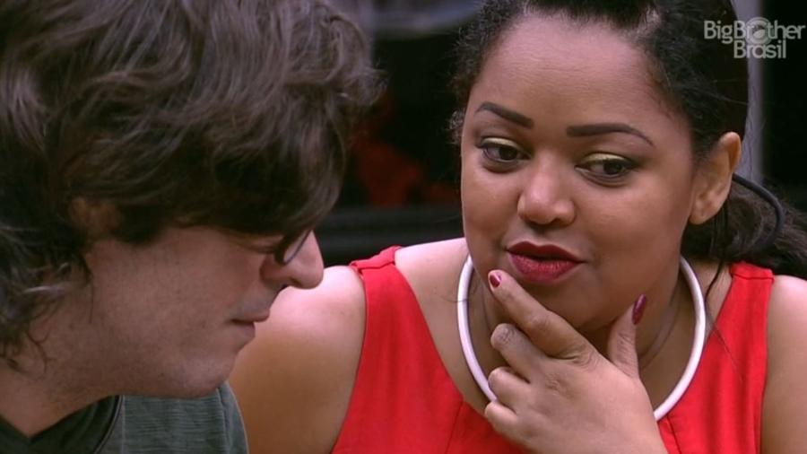 Elis e Ieda querem convencer Ilmar a votar em Emilly - Reprodução/TV Globo