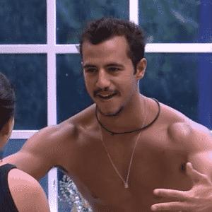 """9.mar.2016 - Quando está bêbado, Matheus disse que gosta de ficar com mulheres """"feias"""" - Reprodução/TV Globo"""
