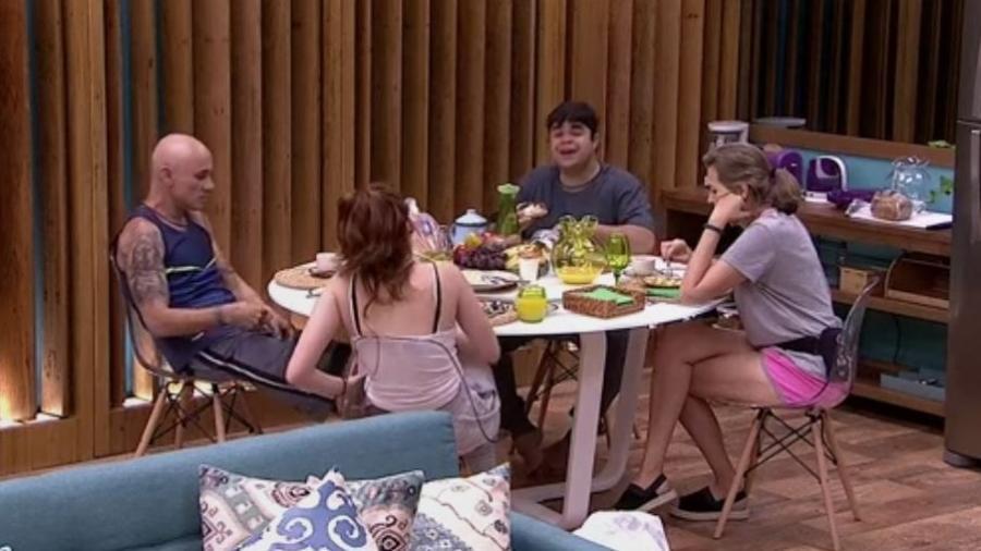 """Família Lima toma café da manhã na casa do """"BBB18"""" - Reprodução/GloboPlay"""