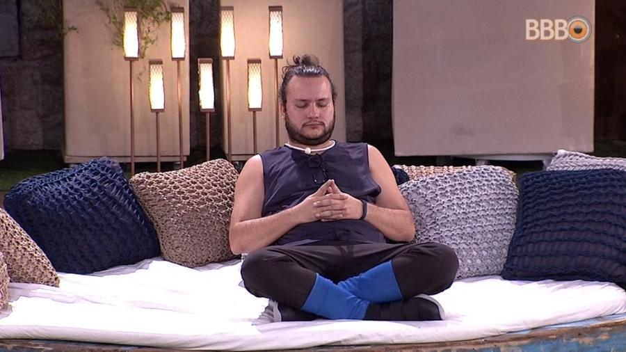 Diego medita antes da prova do líder - Reprodução/Globoplay