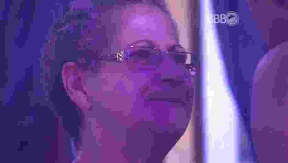 5.mar.2016 - Geralda chora ao ouvir de Matheus que Cacau a acusou de tentar colocar um contra o outro - Reprodução/TV Globo