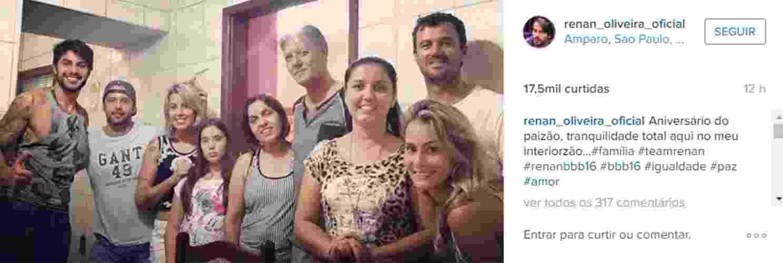 28.mar.2016 - Renan comemora aniversário do pai ao lado da namorada, Cinthia Mayumi (a primeira mulher da direita para a esquerda). - Reprodução/Instagram/renan_oliveira_oficial