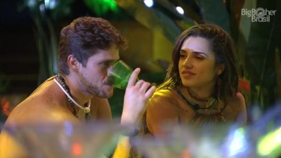 Paula explica para Breno que não pode ficar com ele  - Reprodução/Tv Globo