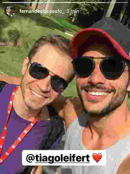 Lucas posa ao lado de Tiago Leifert nos estúdios da Rede Globo - Reprodução/Instagram