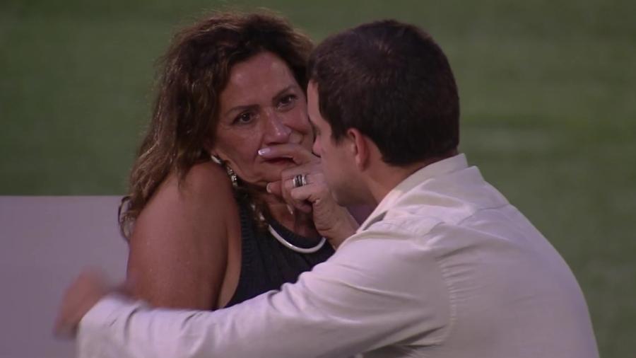 Ieda conta para Manoel que Roberta votou em Mayara - Reprodução/TV Globo